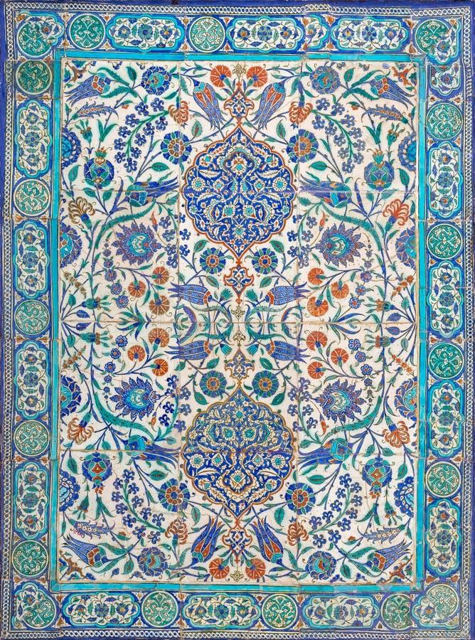 De verglaasde keramische tegels van de ottomaneera stijl van het decor van Iznik Turkije stock afbeeldingen