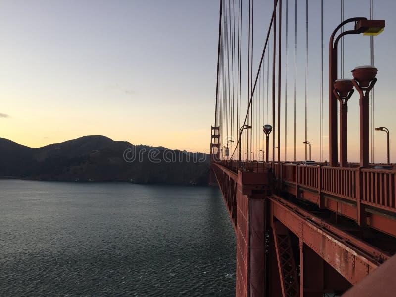 De verhalen van het zonsondergangtraliewerk in golden gate bridge, San Francisco California in 28 augustus 2016 royalty-vrije stock foto