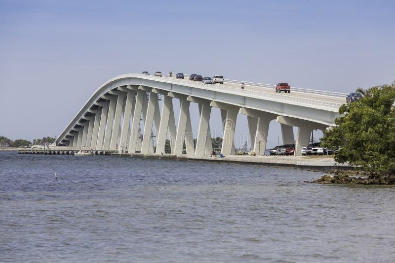 De Verhoogde weg en de Brug van Sanibel in Florida royalty-vrije stock afbeeldingen
