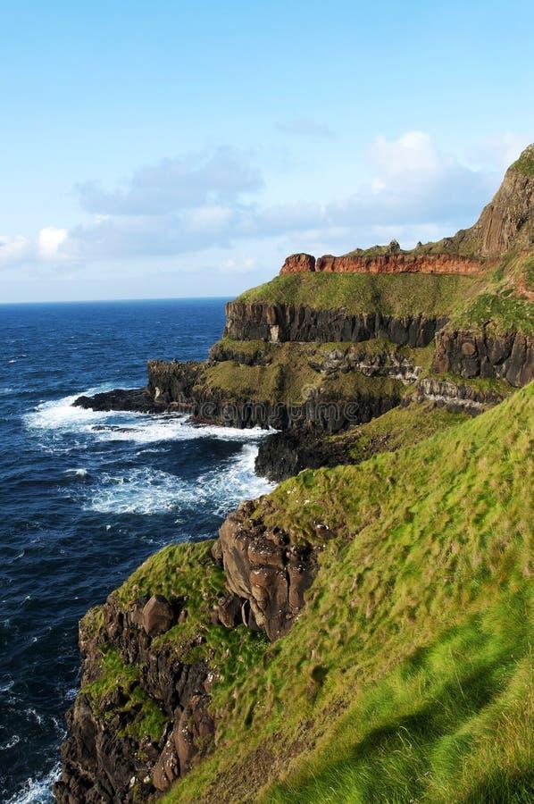 De Verhoogde weg van reuzen, Ierland stock afbeelding