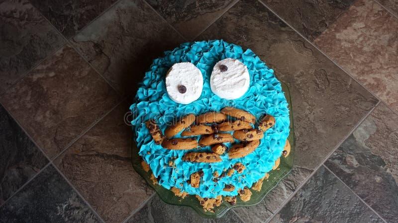 De verjaardagscake van het koekjesmonster royalty-vrije stock afbeeldingen