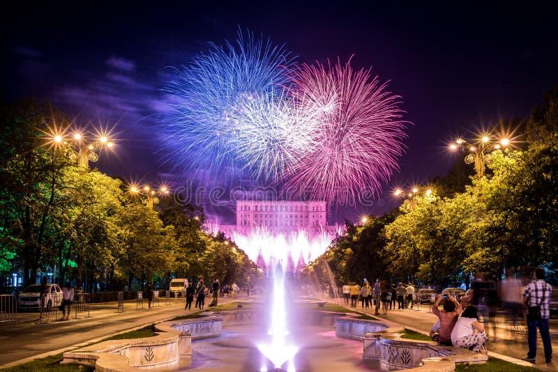 De verjaardagsdagen van Boekarest, vuurwerkpartij en viering royalty-vrije stock fotografie
