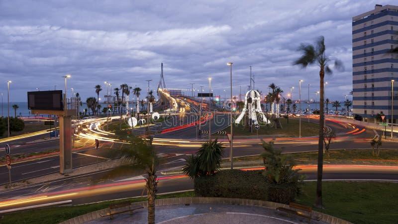 1812 de Verkeerslichten Cadiz Spanje van de brugrotonde royalty-vrije stock fotografie