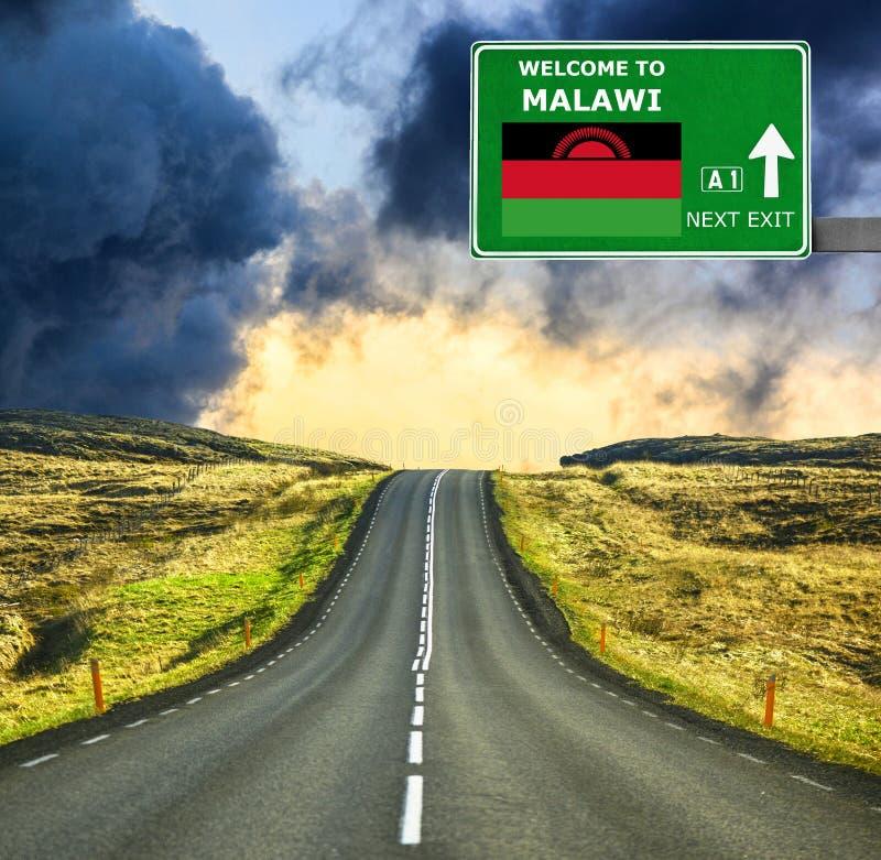 De verkeersteken van Malawi tegen duidelijke blauwe hemel stock foto's