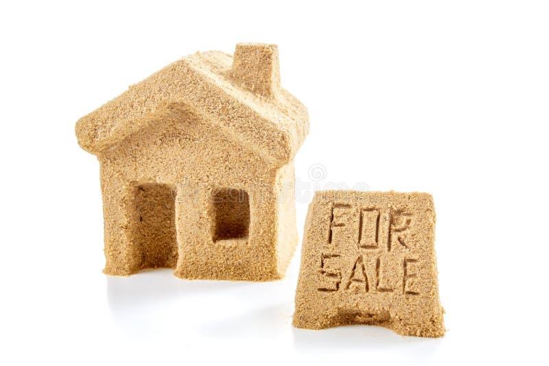 De verkoopconcept van het huispictogram en landgoed, aard royalty-vrije stock afbeeldingen