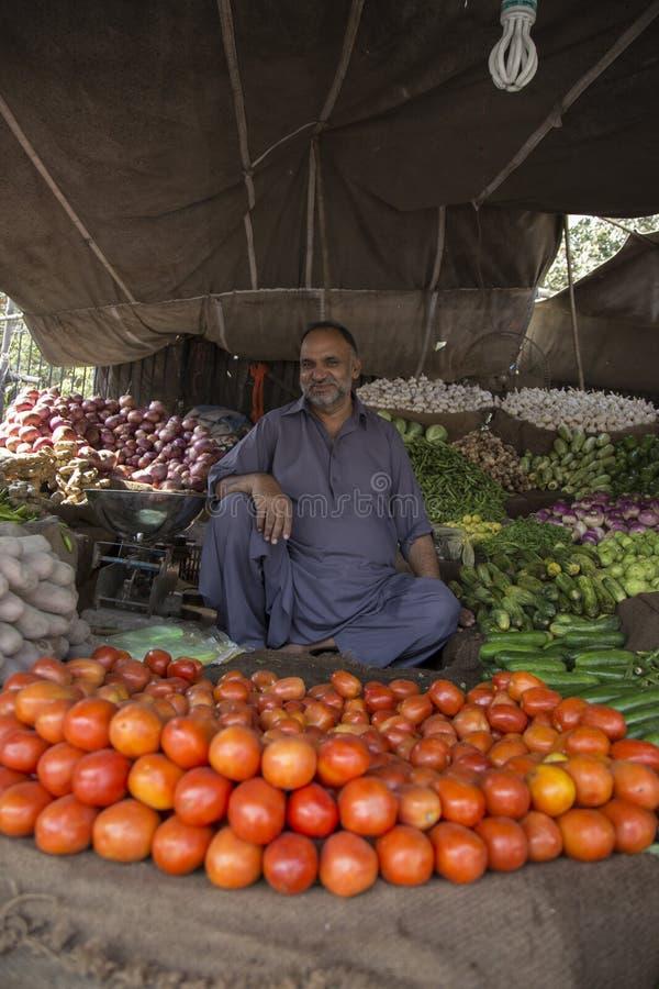 De Verkopende Groente van de winkelbewaarder in Lahore Pakistan royalty-vrije stock afbeelding