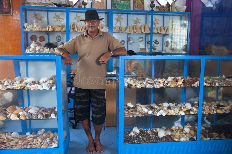 De verkoper van Herinneringen maakte van overzeese shells in Sri Lanka stock foto's