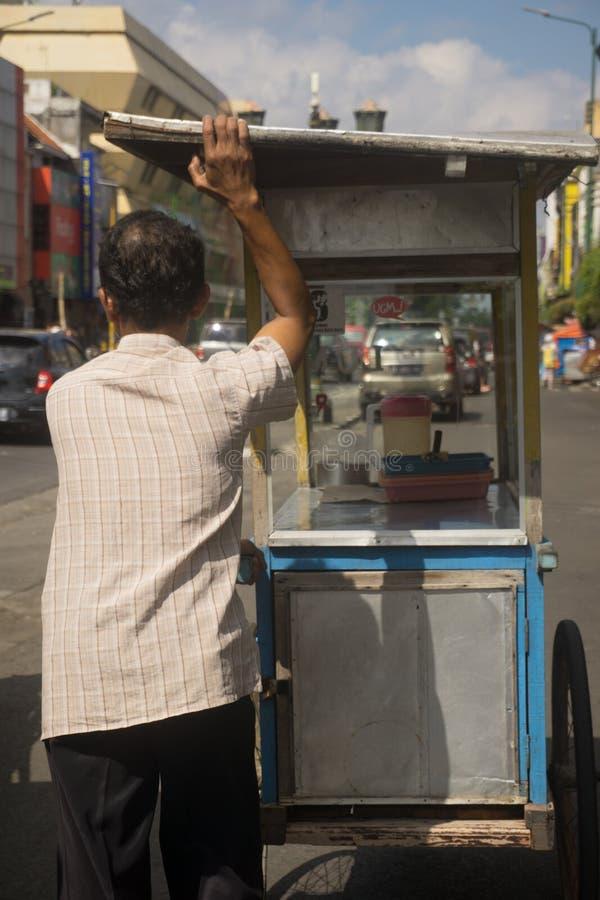 De Verkoper van het straatvoedsel in Malioboro stock foto