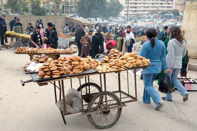 De verkopers van de straat, Marrakech, Marokko stock afbeeldingen