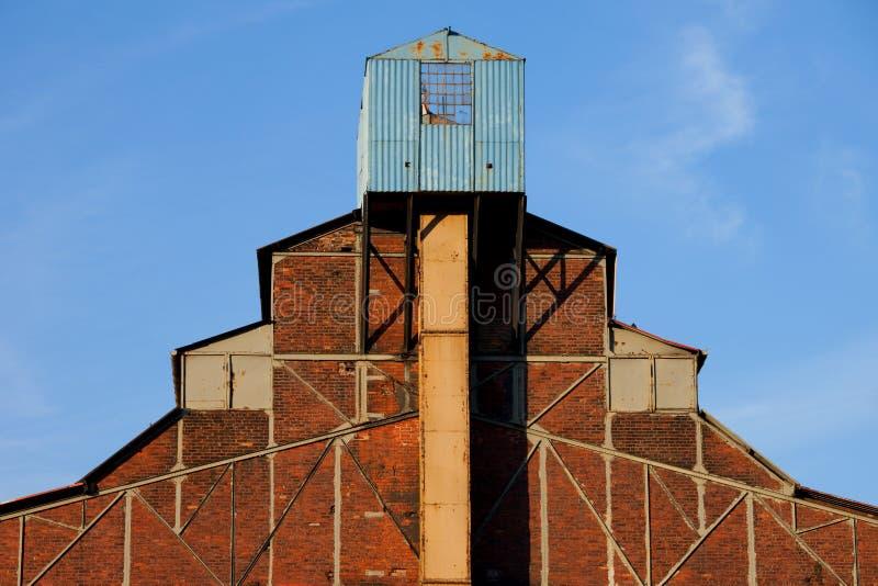 De verlaten Architectuur van de Fabriek stock afbeeldingen