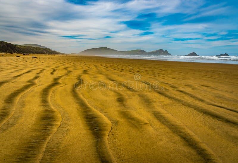 De verlaten Baai van Strandsurat, Nieuw Zeeland stock afbeeldingen