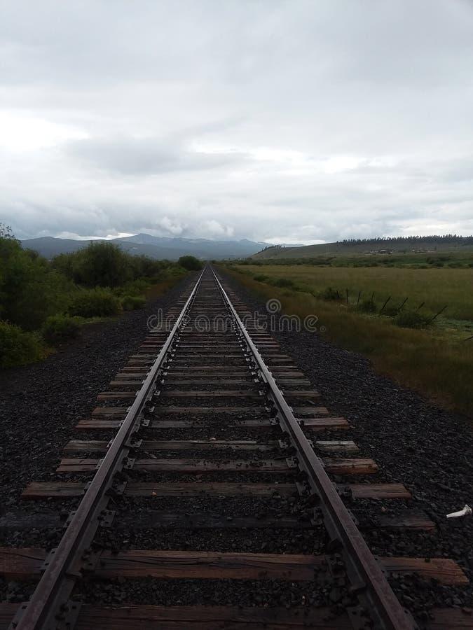 De verlaten buitenkant stumpville Colorado Augustus 2017 van spoorwegsporen stock foto's