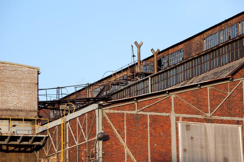 De verlaten Industriële Architectuur van de Fabriek stock afbeelding