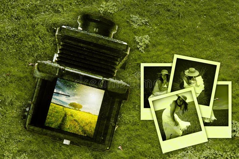 De verlaten oude uitstekende middelgrote camera van de formaatfoto stock afbeeldingen