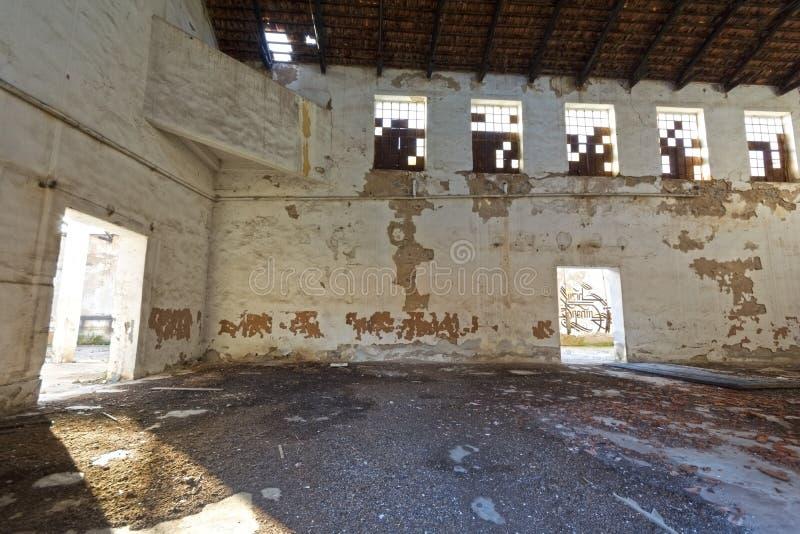 De verlaten pakhuisbouw royalty-vrije stock afbeeldingen