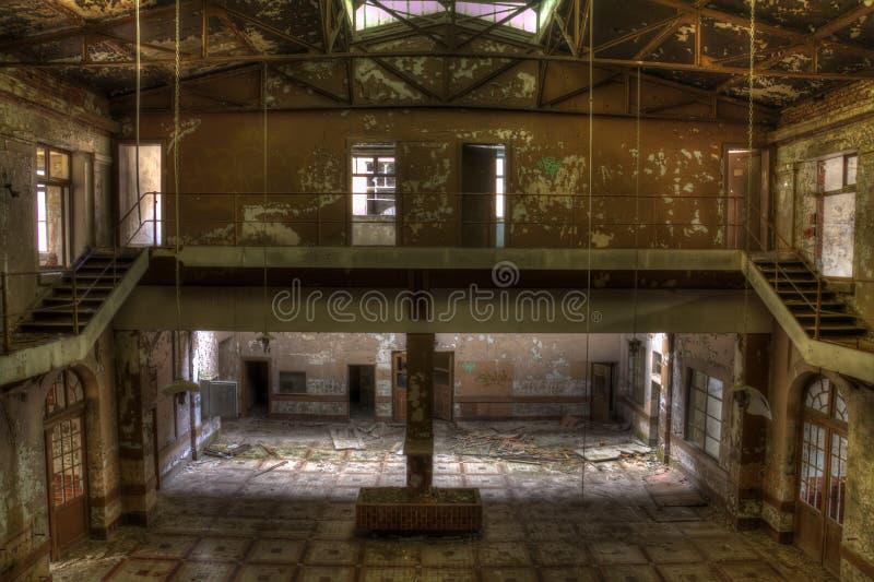 De verlaten zaal van de mijnkuil royalty-vrije stock foto