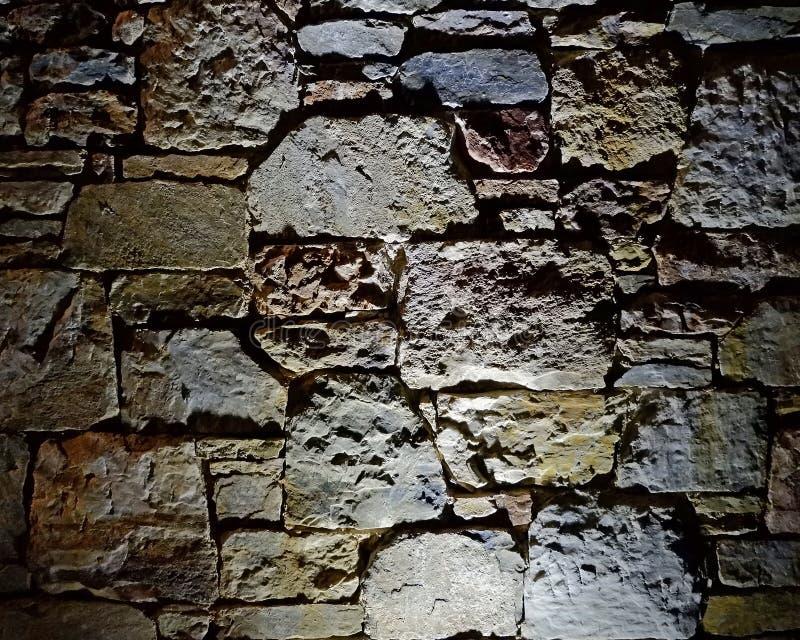 De verlichte achtergrond van de steenmuur, ruimte voor het typen royalty-vrije stock foto