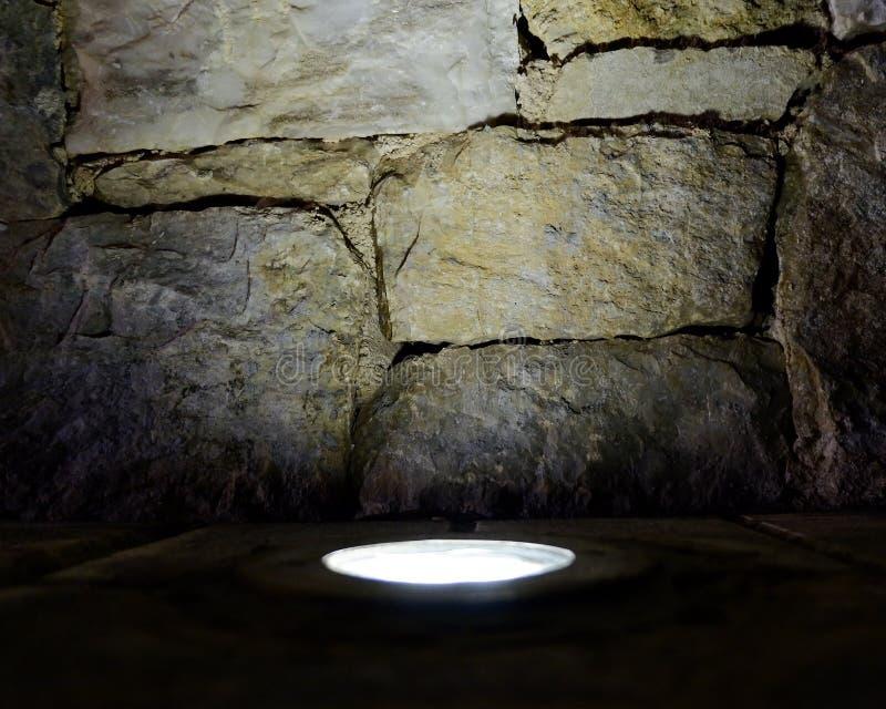 De verlichte achtergrond van de steenmuur, ruimte voor het typen stock fotografie