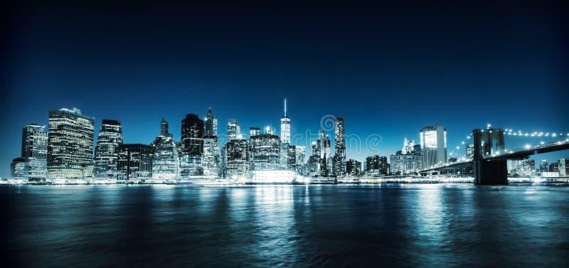 De verlichte mening van Manhattan stock afbeeldingen