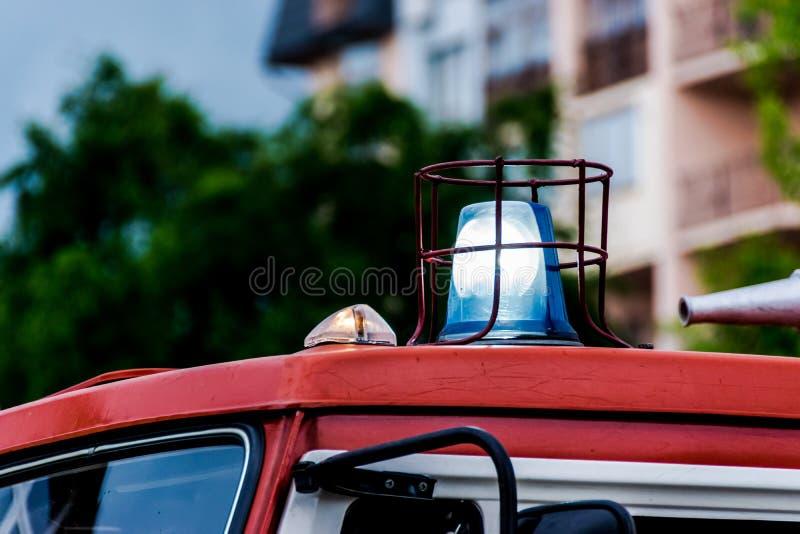 De verlichting van het noodsituatievoertuig van brandvrachtwagen stock afbeeldingen