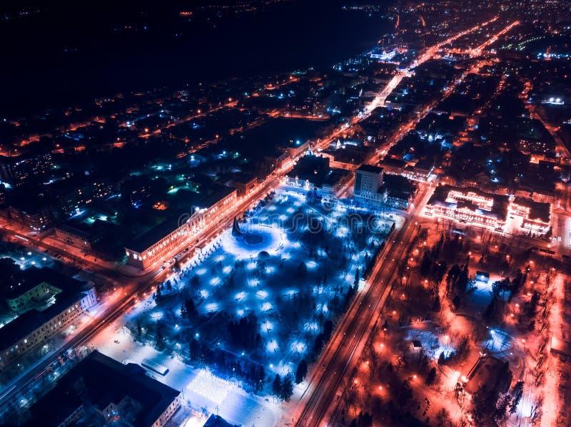 De verlichtingscityscape Siberië, Rusland van Tomsk nigth Tom River royalty-vrije stock afbeeldingen