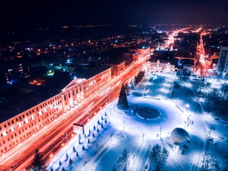 De verlichtingscityscape Siberië, Rusland van Tomsk nigth Tom River stock afbeeldingen