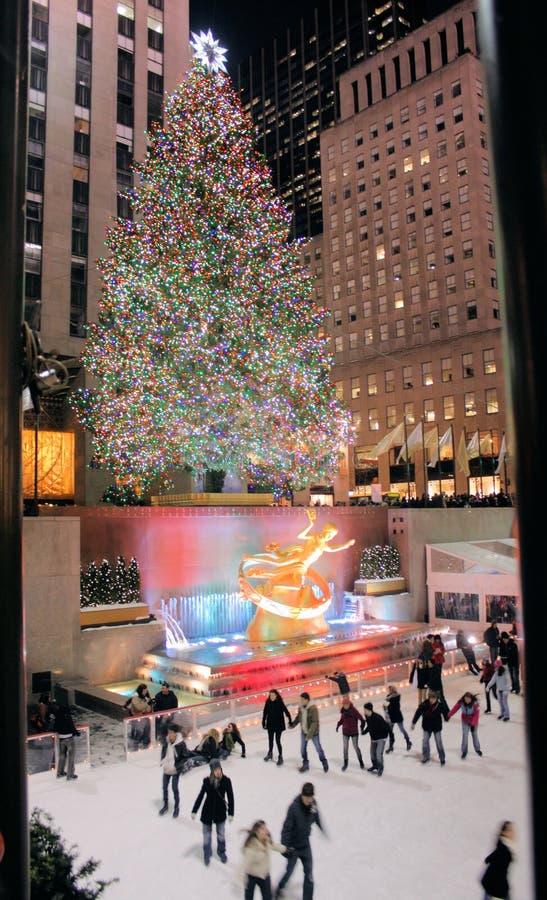De verlichtingsviering van de kerstboom in Rockefeller royalty-vrije stock afbeeldingen