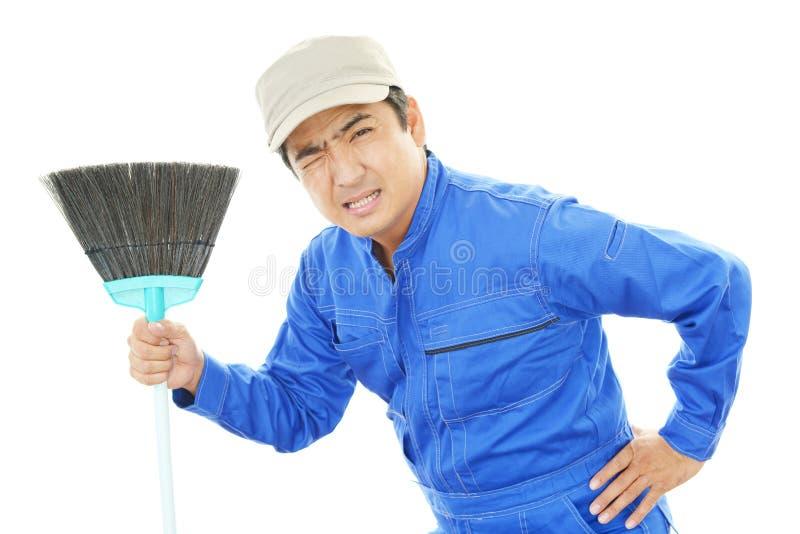 De vermoeide Janitorial schoonmakende dienst stock foto's
