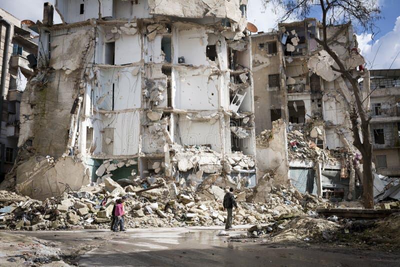 De vernietigde bouw Aleppo. stock foto