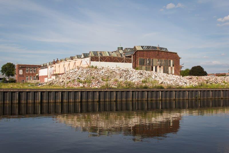 De vernietiging van het oude gebouw en een nieuwe wederopbouw stock foto