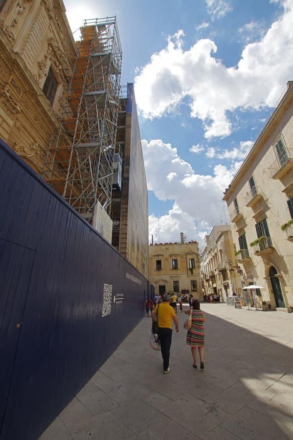 De de vernieuwingswerken van basiliekdi Santa Croce in Lecce, Italië royalty-vrije stock afbeelding