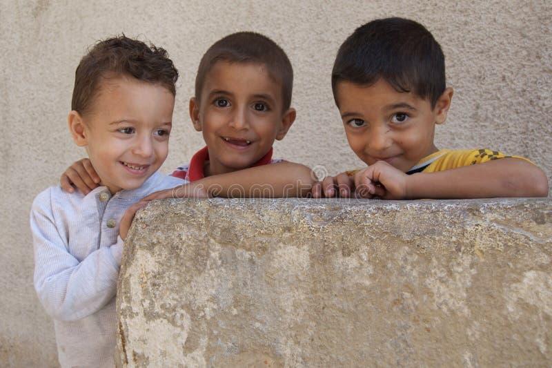 De verplaatste Kinderen van de Vluchteling van Irak stock afbeelding