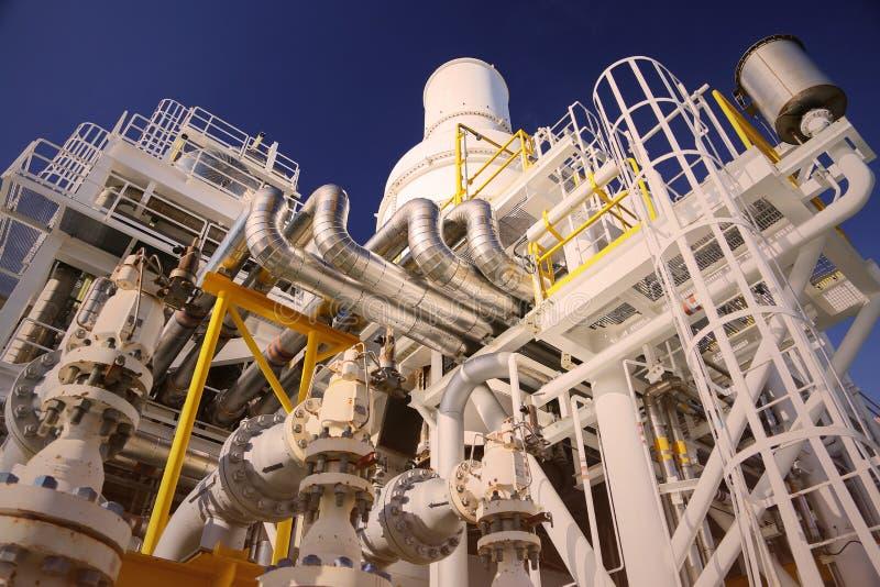 De verrichting van de exploitantopname van olie en gasproces bij olie en installatieinstallatie, de zeeolie en gasindustrie, zeeo stock afbeeldingen