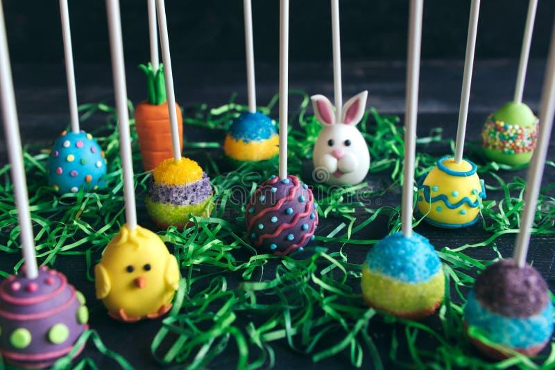 De verscheidenheid van Pasen-cake knalt gediend stock afbeeldingen
