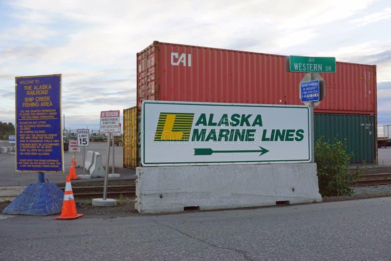 De verschepende containers stapelden zich omhoog in de haven van Anchorage op royalty-vrije stock foto's