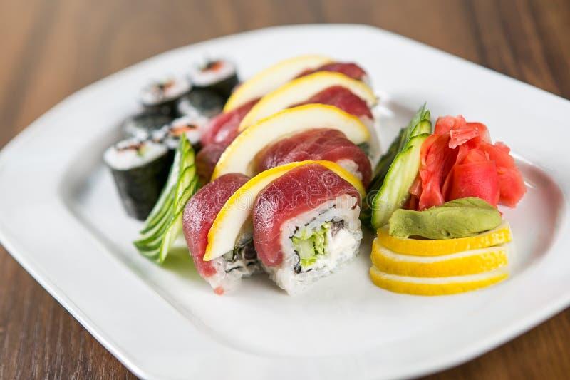 De verse Broodjes van Sushi stock afbeeldingen