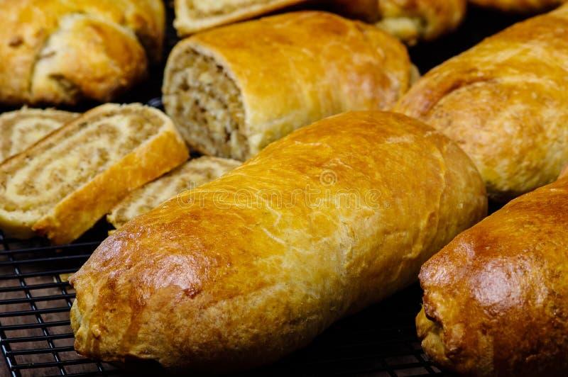 De verse gebakken broodjes van de vakantienoot stock afbeeldingen