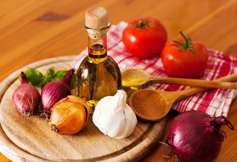 Download De Verse Ingrediënten Van Het Voedsel Stock Afbeelding - Afbeelding bestaande uit fles, houten: 29504199