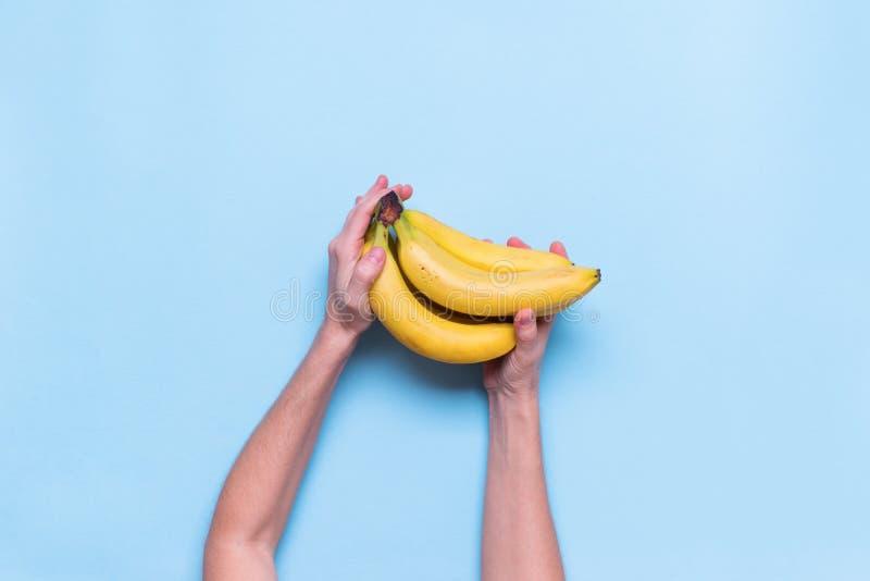 De verse Juice Fruit Banana Color Blue-Vlakte lag stock fotografie