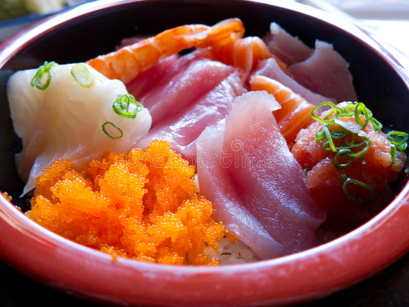 De verse Kom van Chirashi van Sushi royalty-vrije stock afbeeldingen