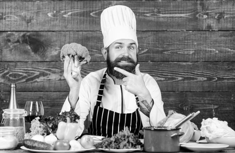 De verse organische groenten van het chef-kokgebruik voor schotel Vegetarische maaltijd Zonnebloemzaden - zaadfonds Verse slechts stock afbeelding