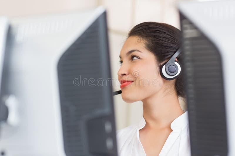 De vertegenwoordiger van de klantendienst in call centre stock fotografie