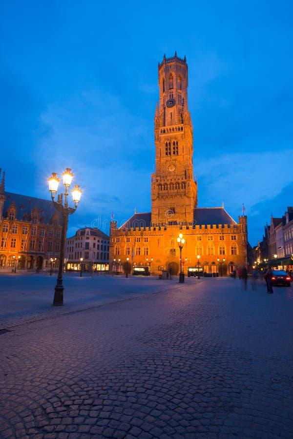 De Verticaal van de Schemering van Grote Markt Brugge van de klokketoren royalty-vrije stock foto's