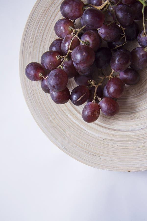 De verticaal van wijnmakerijdruiven stock afbeeldingen