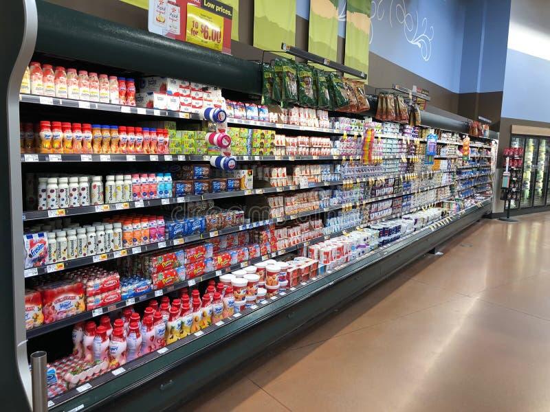 De Vertoning van agendaproducten bij een Supermarkt stock foto