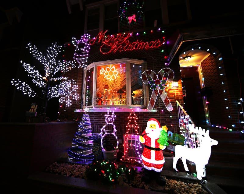 De vertoning van de decoratielichten van het Kerstmishuis in Brooklyn royalty-vrije stock afbeelding