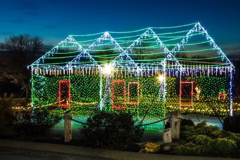 De Vertoning van het Kerstmishuis in Meer van Ozarks stock afbeeldingen