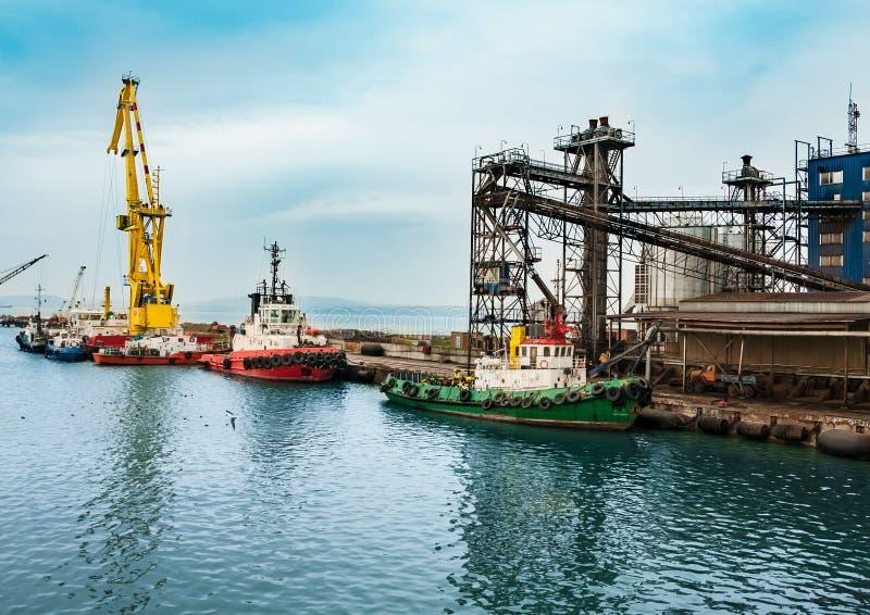 De verwerkingsinstallatie van de olie en van het gas royalty-vrije stock foto's