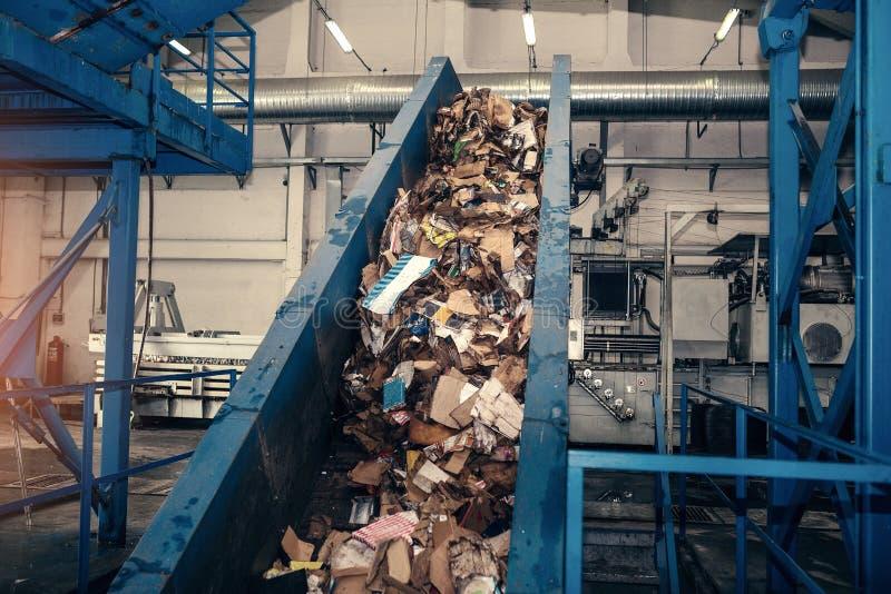 De verwerkingsinstallatie van het afval Technologisch proces Recycling en opslag van afval voor verdere verwijdering Zaken voor h stock fotografie