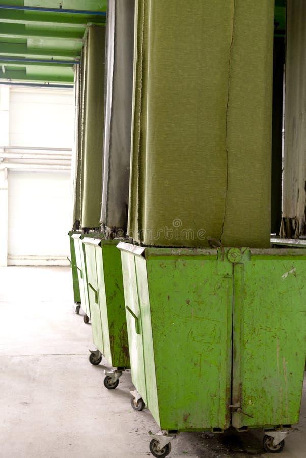 De verwerkingsinstallatie van het afval Technologisch proces voor goedkeuring, opslag, het sorteren en verdere verwerking van afv royalty-vrije stock fotografie